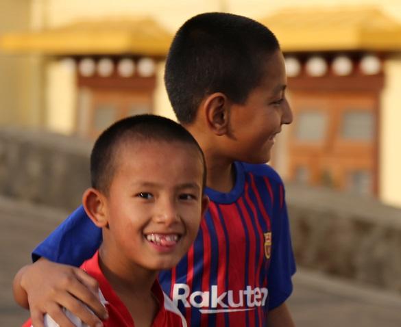 微笑的小學生